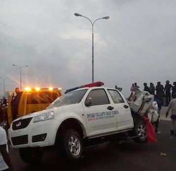 LASEMA staff at the scene of the 3rd Mainland bridge accident .