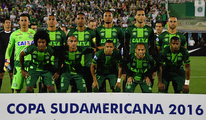 (FILES) This file photo taken on November 23, 2016 shows Brazil's Chapecoense players posing for pictures during their 2016 Copa Sudamericana semifinal second leg football match against Argentina's San Lorenzo  held at Arena Conda stadium, in Chapeco, Brazil. A plane carrying 81 people, including members of a Brazilian football team, crashed late on November 28, 2016 near the Colombian city of Medellin, officials said. The airport that serves Medellin said that among the 72 passengers and nine crew were members of Chapecoense Real, a Brazilian football club that was supposed to play against Colombia's Atletico Nacional Wednesday in the South American Cup finals.    / AFP PHOTO
