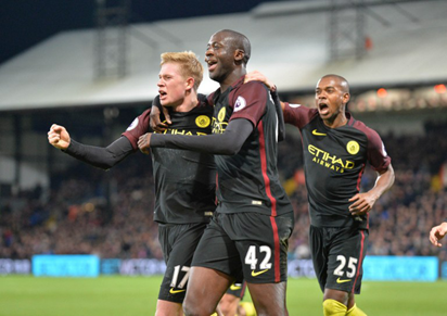 Manchester City's Ivorian midfielder Yaya Toure (C) celebrates with Manchester City's Belgian midfielder Kevin De Bruyne (L) and Manchester City's Brazilian midfielder Fernandinho (R) after scoring their second goal during the English Premier League football match between Crystal Palace and Manchester City at Selhurst Park in south London on November 19, 2016. Manchester City won the game 2-1. AFP