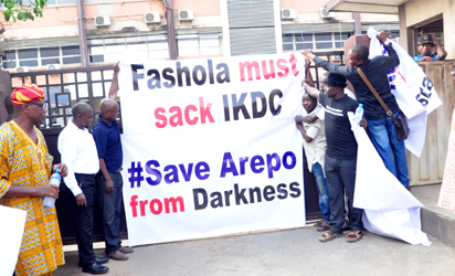 Arepo residents in Ogun state, in protest over three months power outage at Ikeja Electricity Distribution Company (IKEDC), Head Office in Alausa, Ikeja, Lagos, Monday. PHOTO;AKEEM SALAU