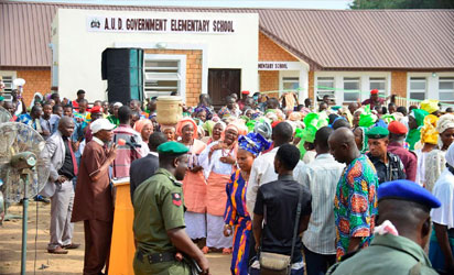 Osun state Governor, Ogbeni Rauf Aregbesola, addressing the crowd shortly before he commissioned AUD Government Elementary School, Sabo, Osogbo on Tuesday 29-11-2016.