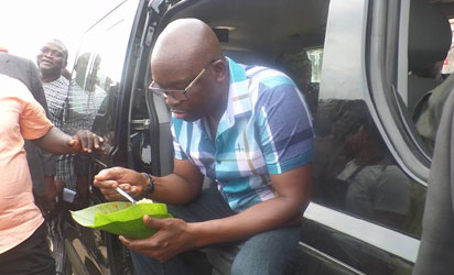 Photos: Fayose pays N20,000 for N100 rice