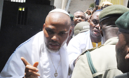 IPOB leader, Nnamdi Kanu leaves Kuje prison after 2-year detention