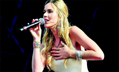 Nigerian pop star rocks American stage