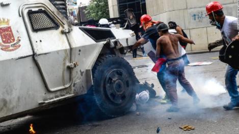 Protesters march in Venezuela, destroy Chavez statue