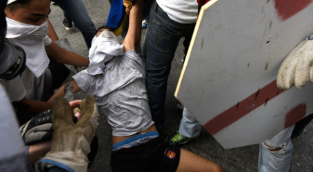 Protesters march in Venezuela, destroy Chavez statue