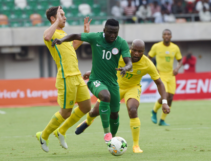 3023942d3 Super Eagles forward Oghenekaro Etebo (C) tries to outwit South African  defence during their 2019 AFCON qualifier at Goodswill Akpabio  International Stadium ...