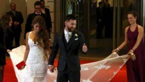 Messi weds childhood girlfriend Antonela