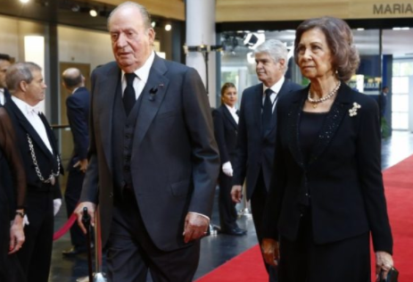 Ex-Spanish King Carlos sleeps with 2,154 women, new book says