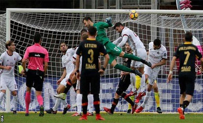 Goalkeeper Brignoli jumps high for the equalising goal against AC Milan