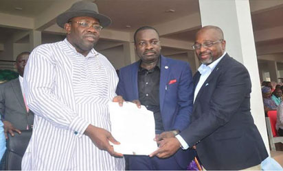 Governor Dickson, representatives of Bristow Helicopters sign MOU for seaplane transport
