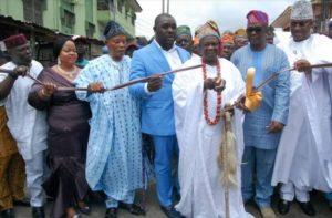 Alaketu of Ketu, Oba Isiaka Oyero cutting a tape to commission Alhaji Lawal Street, Ketu