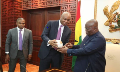 Saraki presents the ostrich egg to President Akuffo-Addo