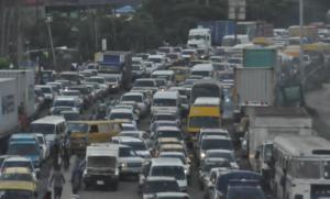 Commuters groan under heavy traffic in Lagos