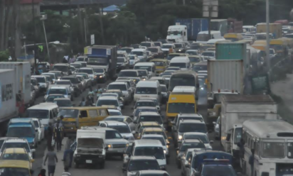 Commuters groan under heavy traffic in Lagos
