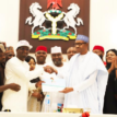 Video: Buhari receives nomination Form