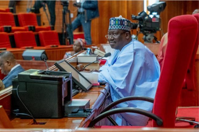 Senate hails Buhari for assenting to BOFIA bill