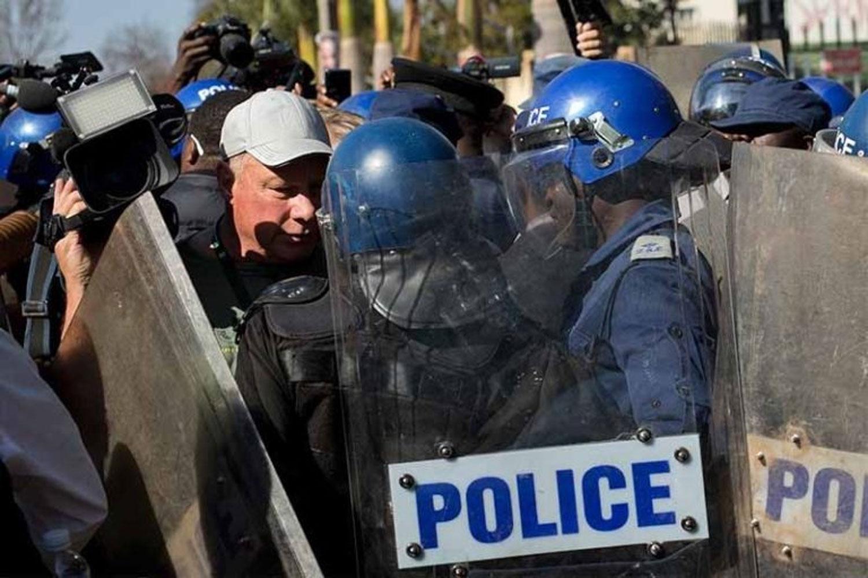 Zimbabwean-policemen