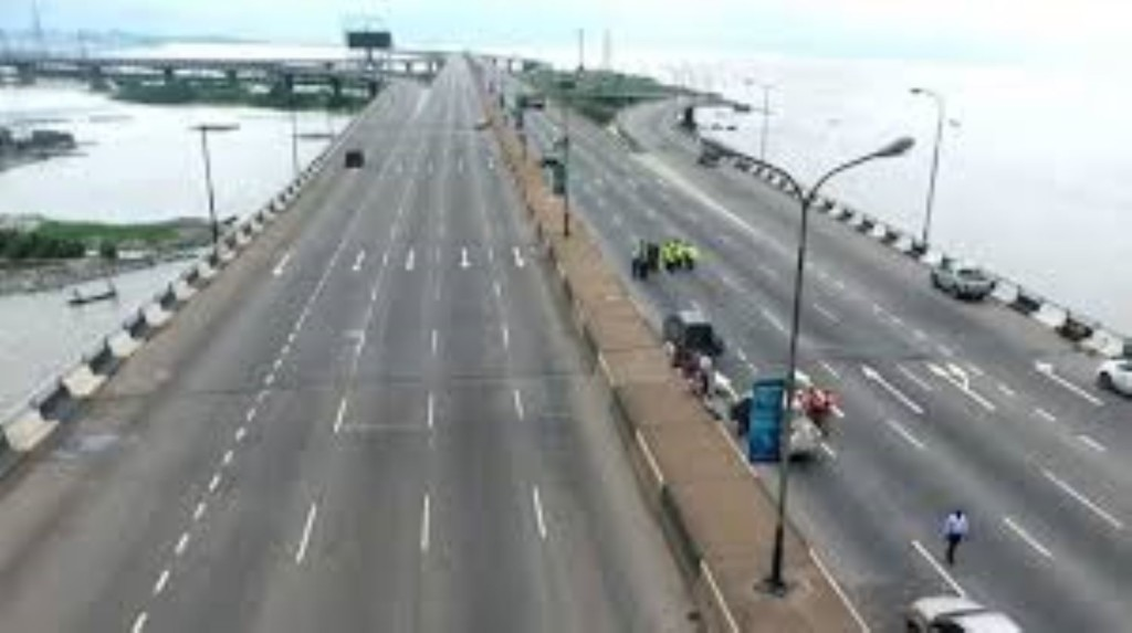 Third Mainland Bridge: Sanwo-Olu inspects situation as gridlock greets commencement of repair works