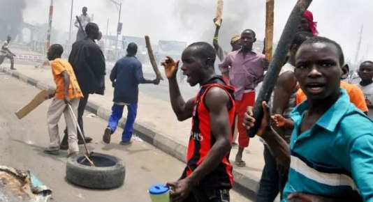 Irate youths set ablaze vehicle after killing two persons in Ondo