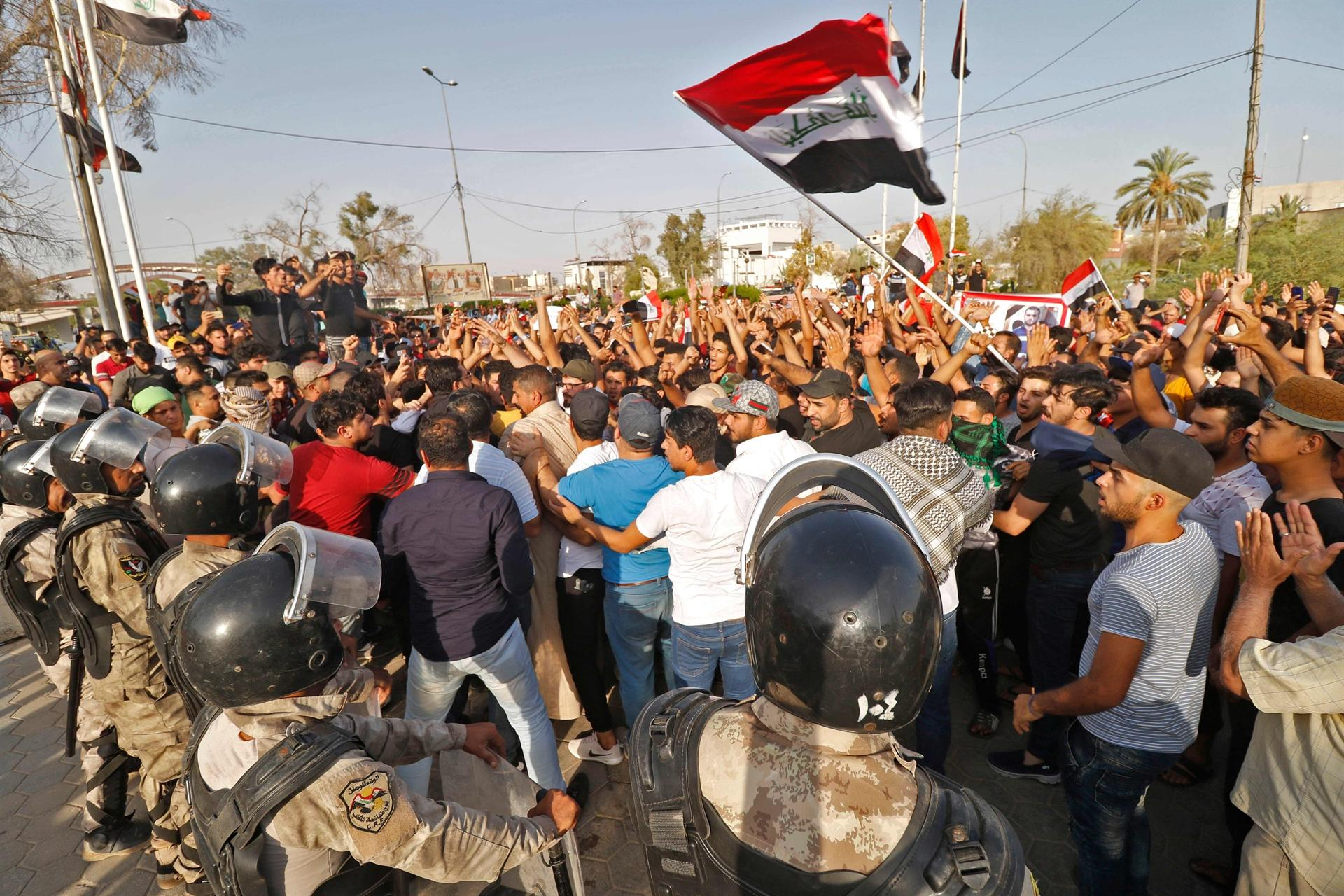 Iraqi, Protesters
