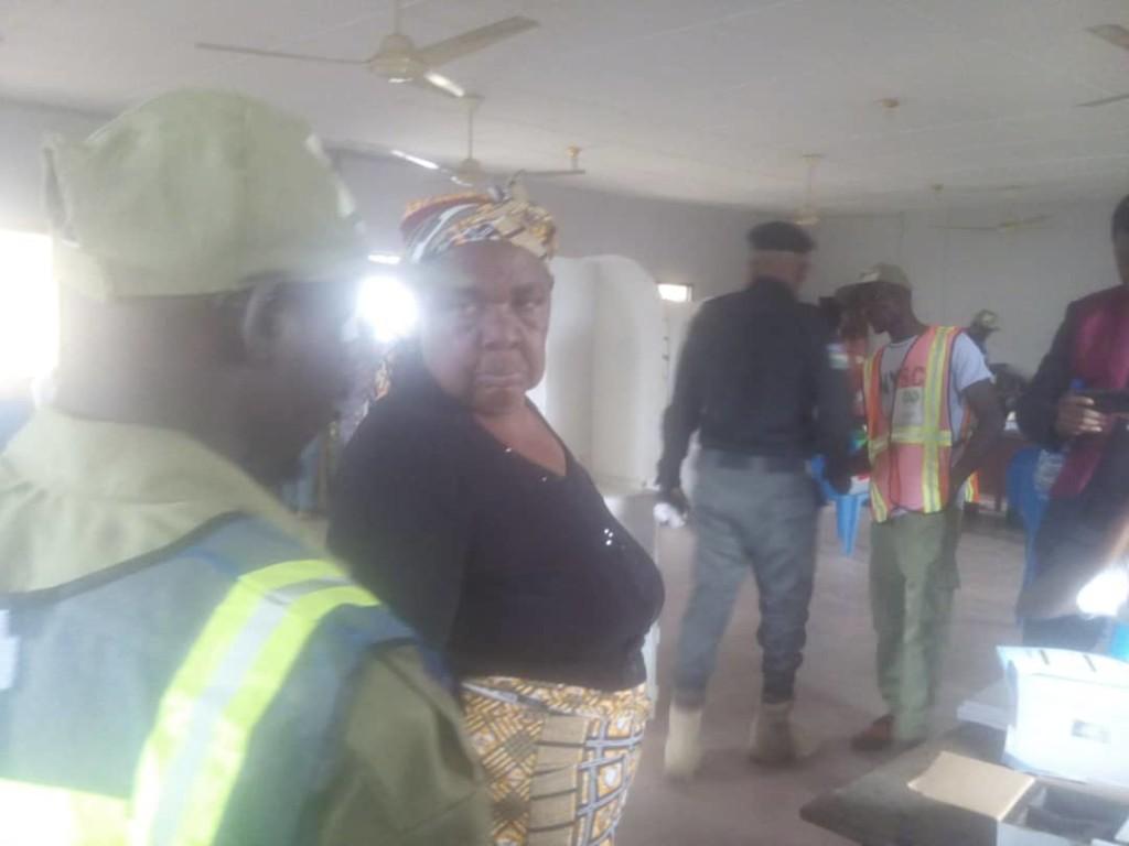 Video, Photo: Septuagenarian cast vote at Polling Unit 003, Famgbe Opolo Ward, Okutukutu, Yenagoa