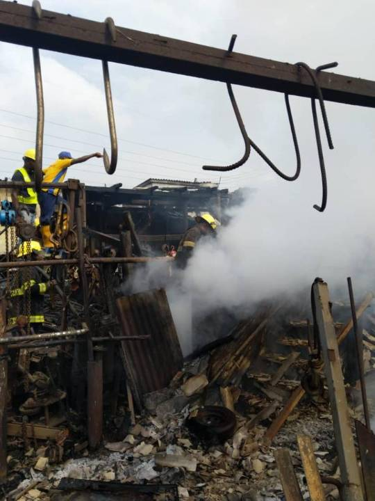 Just In: Fire guts Owode-nirin market in Lagos, destroys ober 30 shops