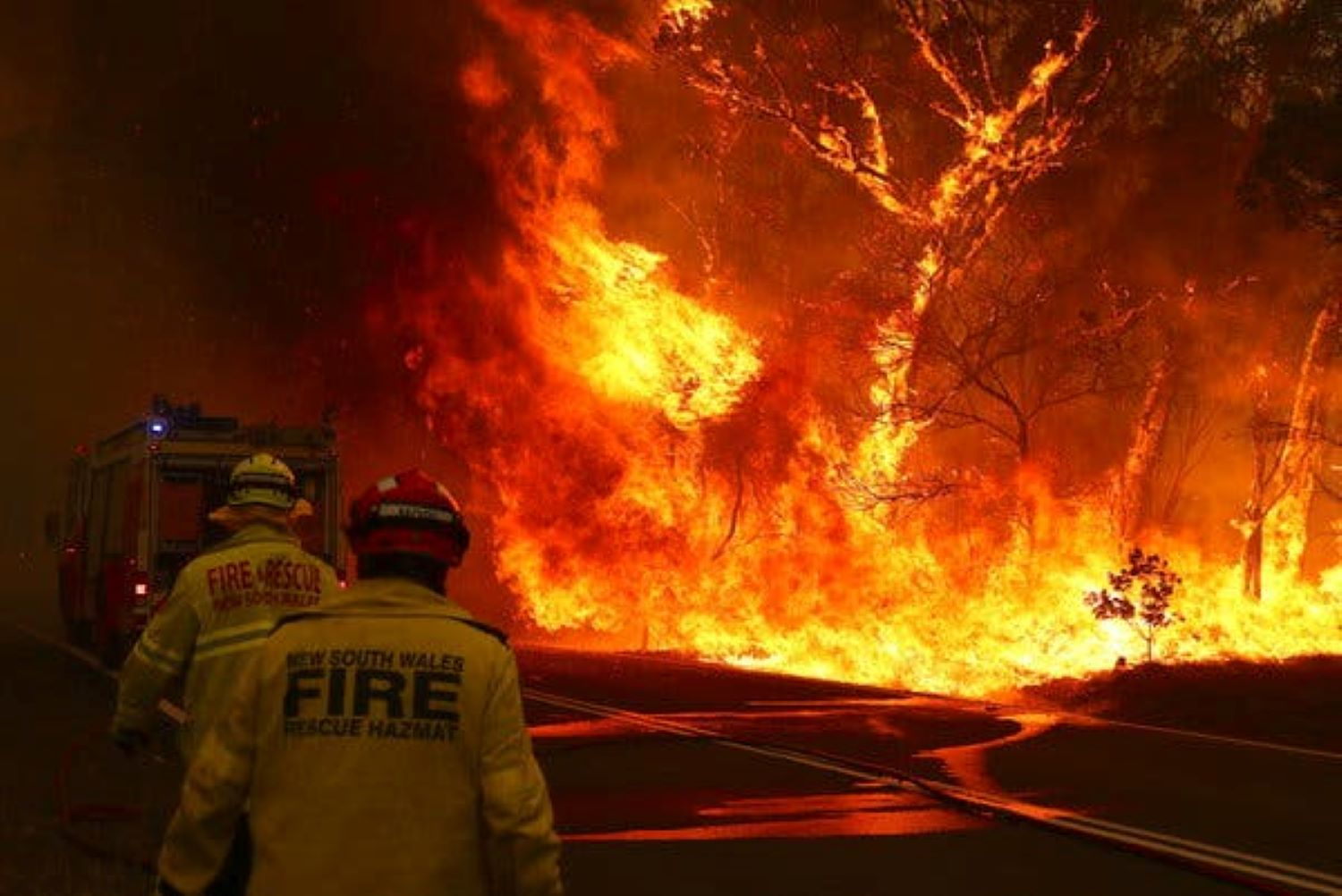 Australia calls for another mass evacuation as monster bushfire return