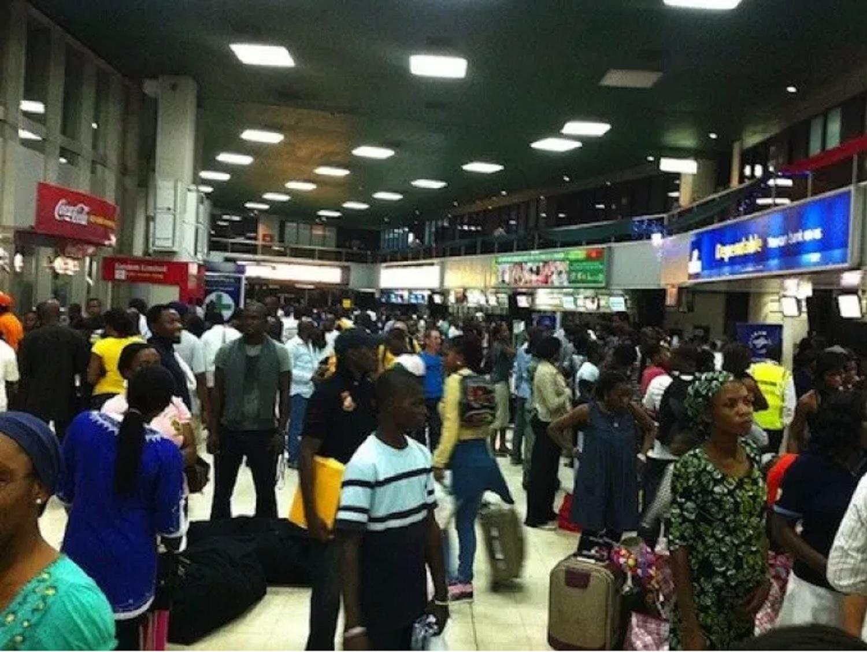 Airport, passengers