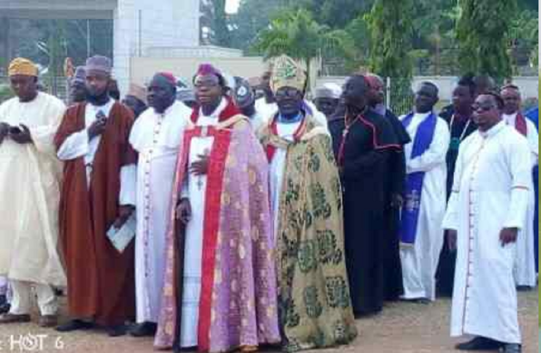 500 clerics kick off 21 days prayer for Nigeria's unity