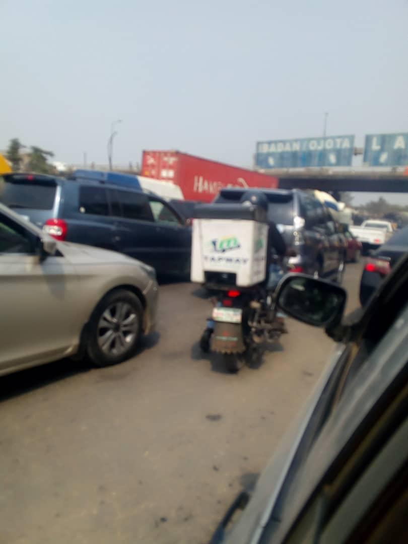 Lagos orders contractor to fix Lagos-Badagry Expressway