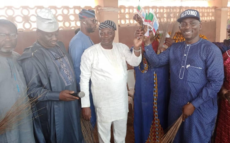 Saraki's aide, Hon Duntoye, lead others to join APC in Kwara