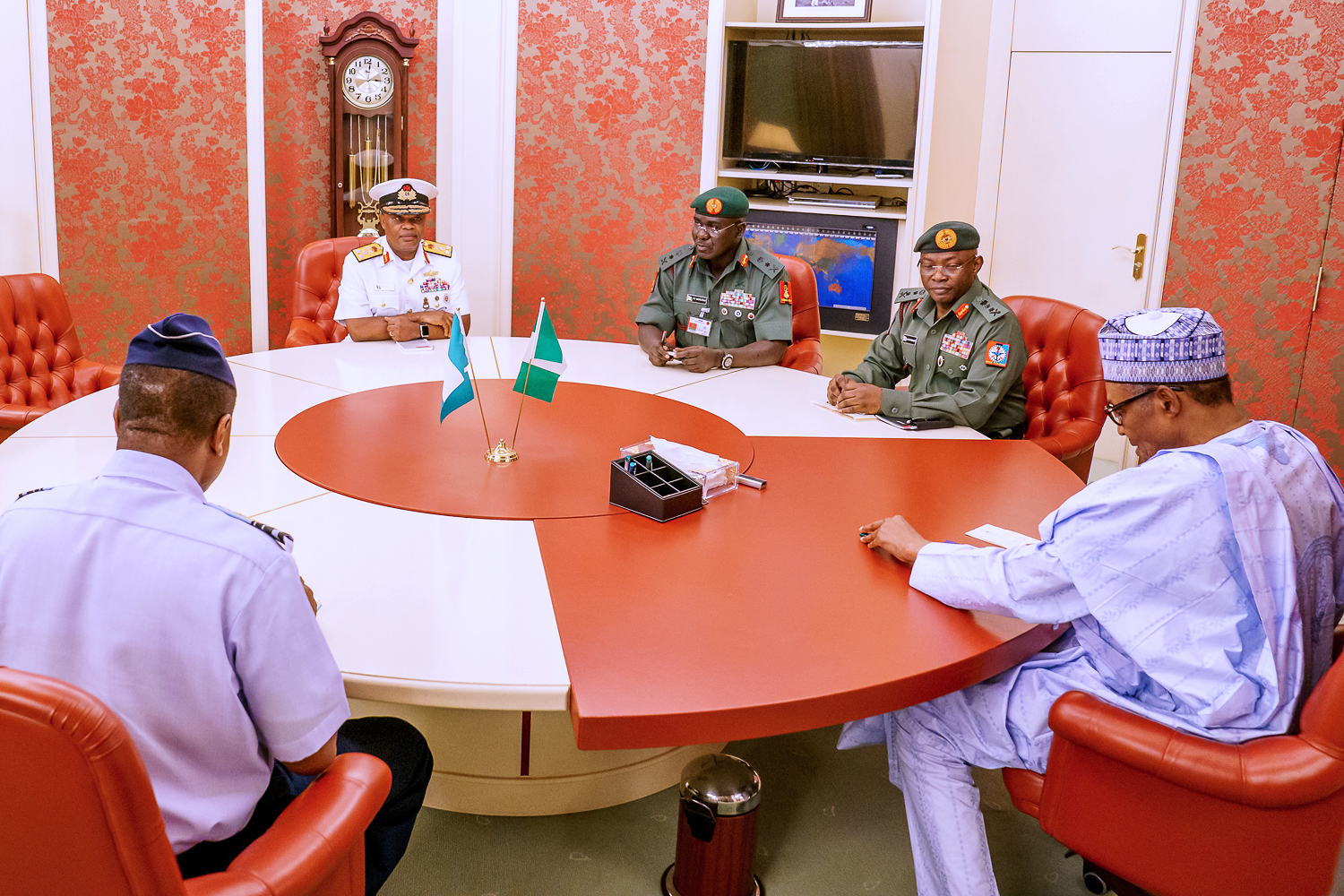 BREAKING: Buhari, Security Chiefs, Ministers meet in Aso Rock