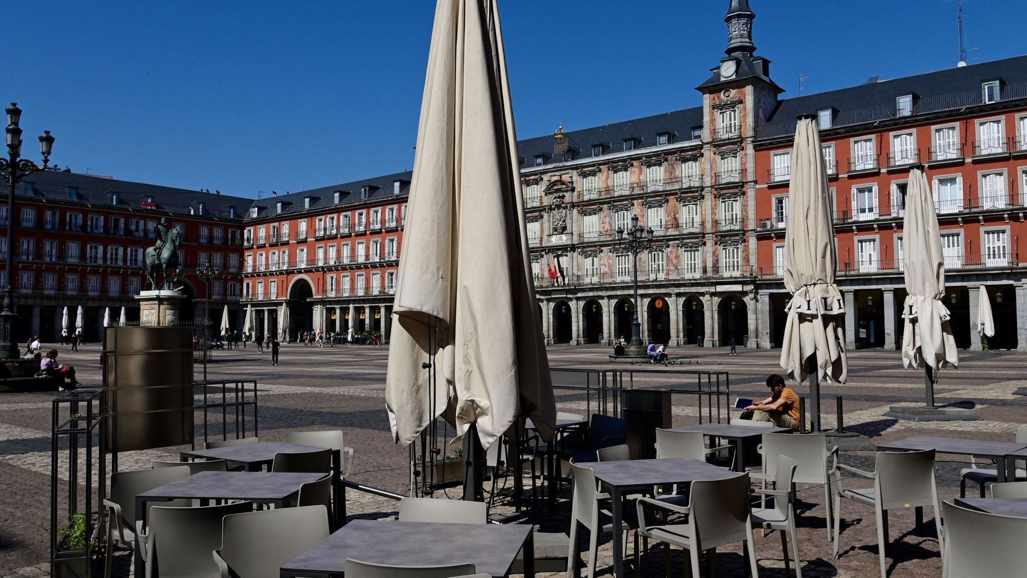 Spain to welcome foreign tourists back from July