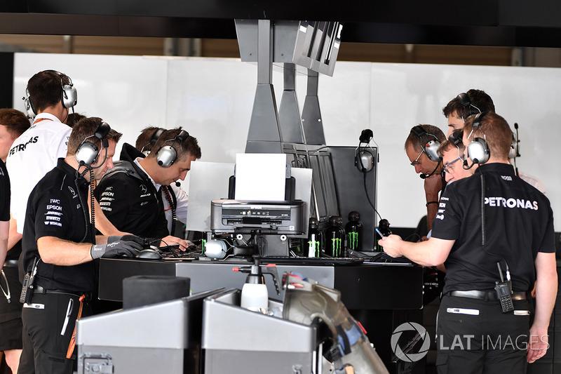 Mercedes Formula 1 engineers help develop coronavirus breathing aid