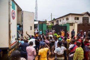 Nigeria virus lockdown pushes Lagos poor to the brink