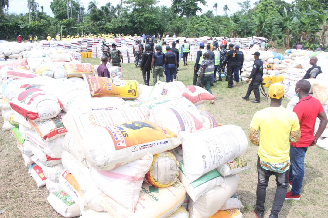 Governor Wike distributes foodstuffs to the People of Omuma LGA