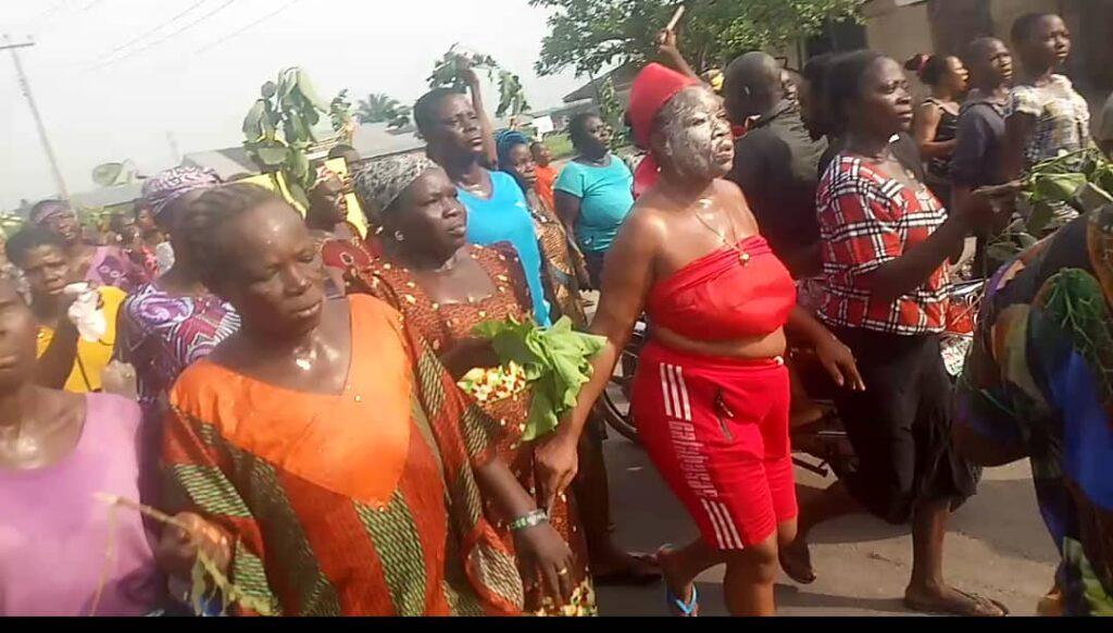 Delta lockdown extension: Sapele erupts in protest