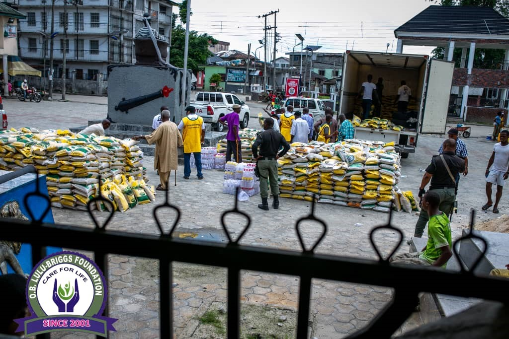 COVID-19: O. B. lulu-Briggs foundation distributes 5000 bags of rice, sanitisers to communities