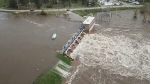 Michigan evacuates thousands residents as two dams fail in US