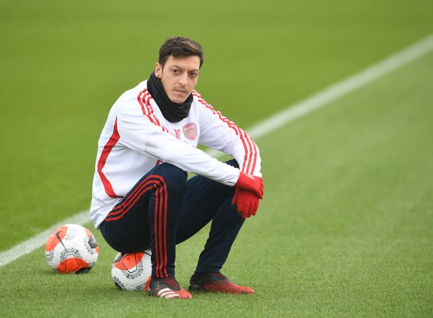 Ozil dismisses speculation, declares intention to remain at Arsenal