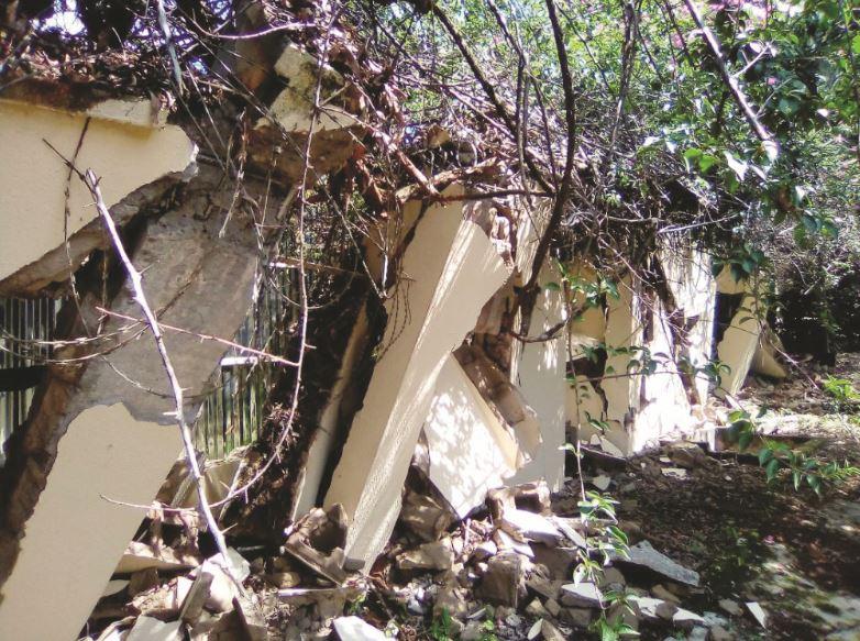 ENSG demolishes sinking three-storey building in Enugu