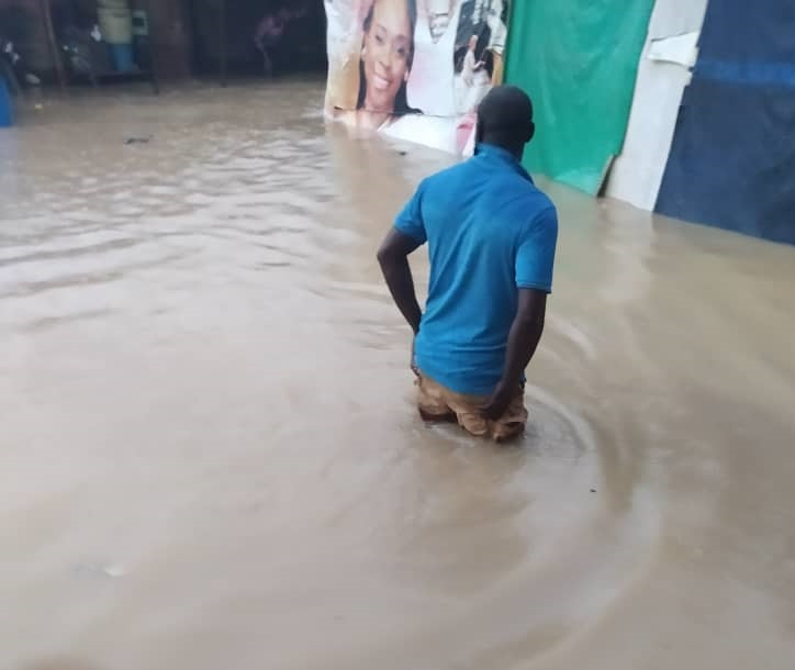 Guinness street in Agege was flooded as a result of rains