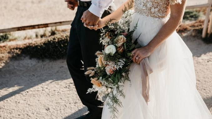 Woman disrupts beach wedding over COVID-19 rules