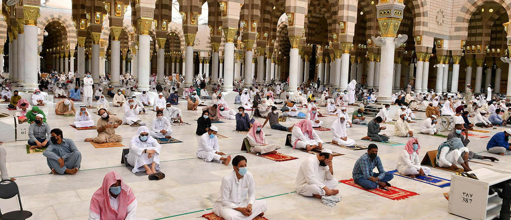 Egypt's mosques reopen for Friday prayers after five month suspension