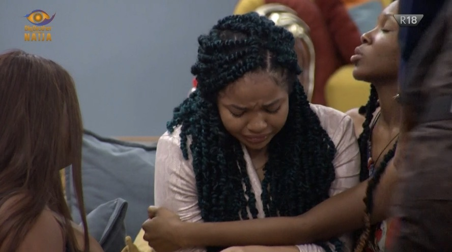 [VIDEO] BBNaija: Nengi breaks down in tears as Ozo, others ignore her at Saturday night party