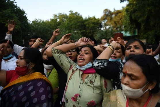 Police officers suspended over India gang rape death amid protests