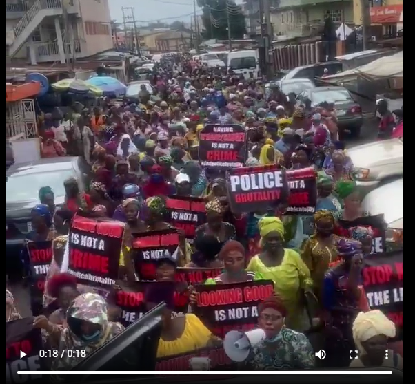 #EndSARS protesters take over roads, paralyse traffic in Lagos