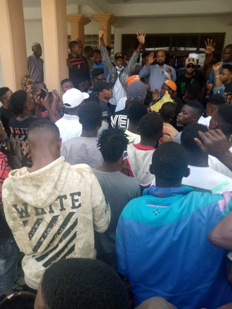 Gunshots, violence as ENDSARS protesters, Police clash in Osogbo