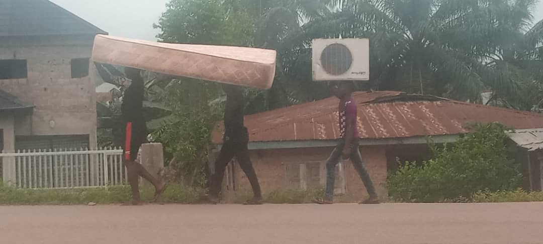 VIDEO: Massive looting in Osun as hoodlums cart away motorcycles, others